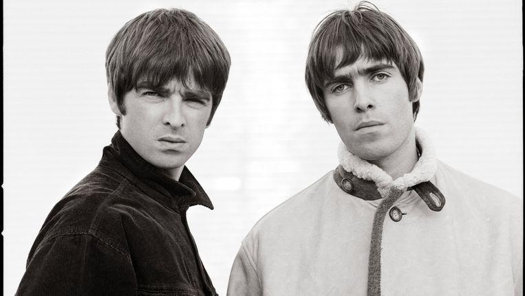 Noel (links) en Liam tijdens de videoclip van Wonderwall Beeld Jill Furmanovsky