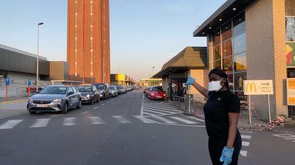 Onwaarschijnlijk: tot anderhalf uur wachttijd voor hamburger in Brugse McDonald's, keukenpersoneel regelt druk verkeer