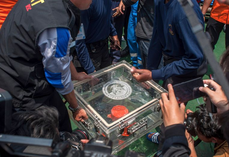 Na de crash werd de eerste zwarte doos van het vliegtuig al snel gevonden.