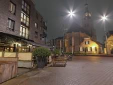 Tientallen gasten van café The Butler in Etten-Leur op straat door keukenbrand, twee medewerkers ademen rook in