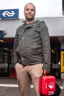 Alle 400 treinstations krijgen levensreddende AED's