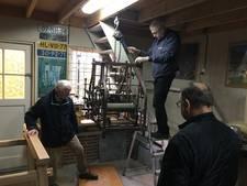 Ambachtelijk torenuurwerk naar zuiden des lands voor restauratie