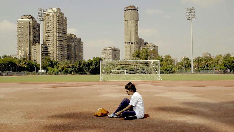 Regisseur Mohamed Siam over zijn hoofdpersoon, op de foto: 'Amal bezit een kameleontische natuur. Ze vindt haar weg.' Beeld