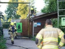 Brand in schuurtje van outdoorbedrijf vermoedelijk aangestoken