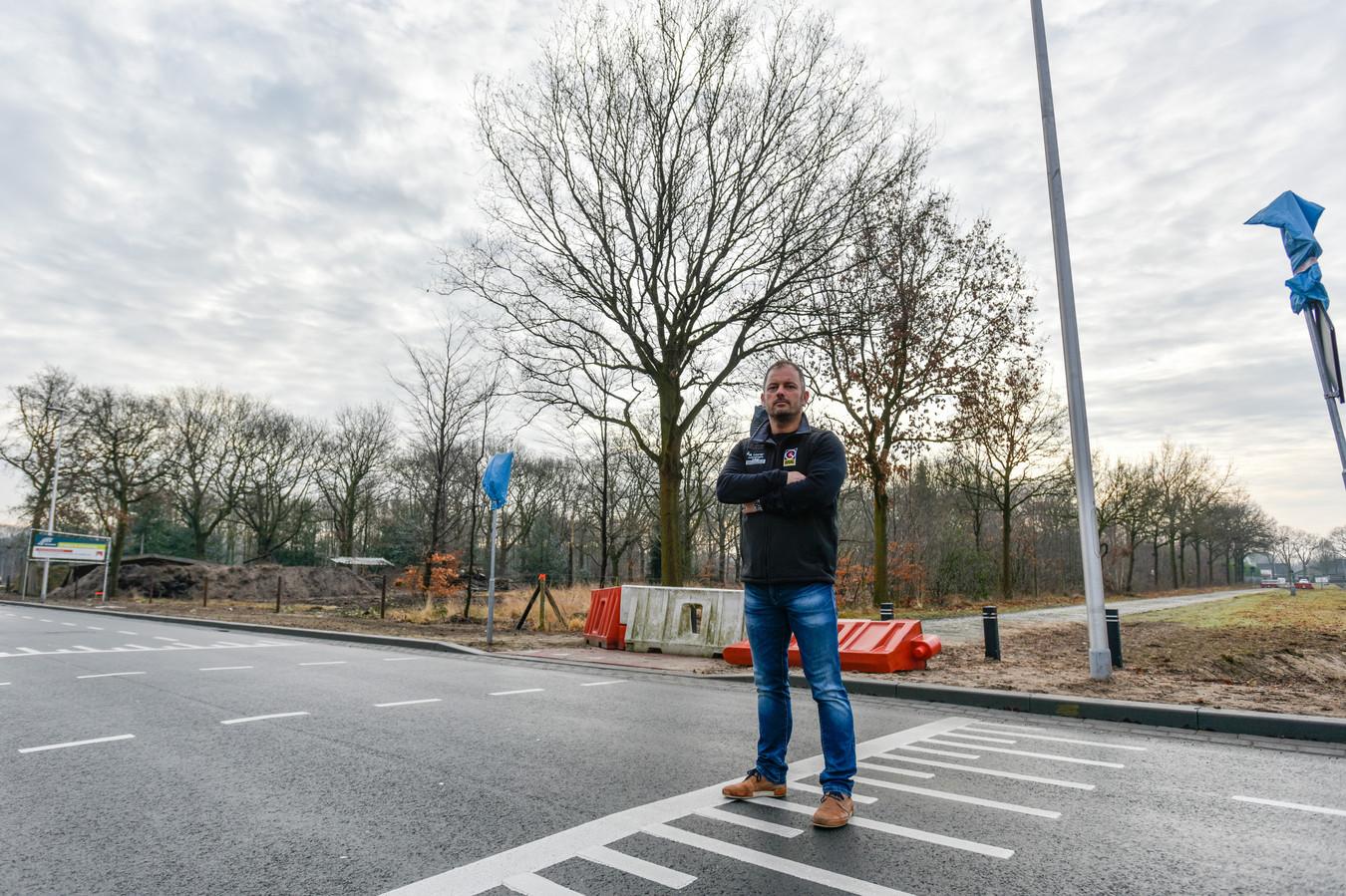 Kees Laurier op de kruising De Bosschen met de Christiaan Huygensweg in Drunen. Heusden blijft bij de afsluiting.