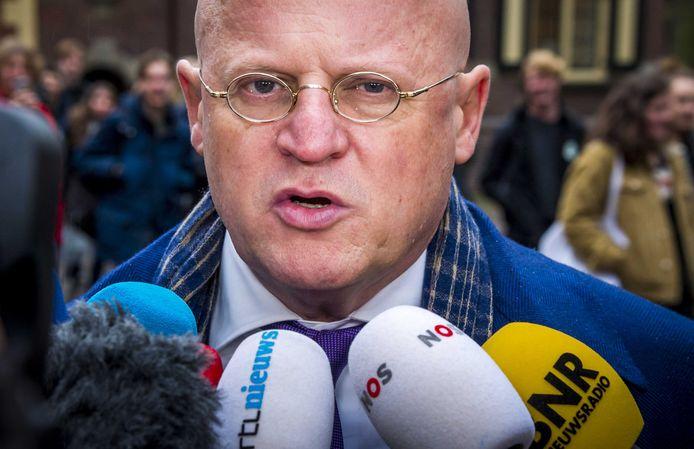 Ferdinand Grapperhaus bij aankomst op het Binnenhof voor de wekelijkse ministerraad.