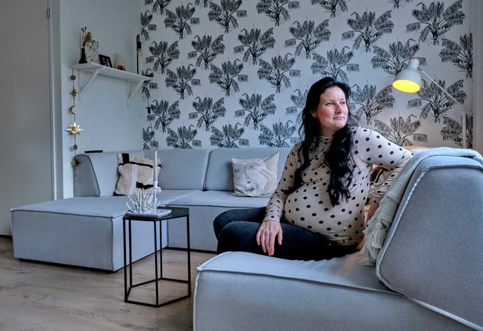 In de nieuwbouwwoning van Demelza en haar man is ook wat kleur te vinden. ,,In Zwijndrecht was alles wit, maar ik wilde hier wat meer warmte.''