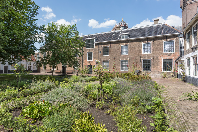 Achter Boutique Hotel Rijks ligt de Manhuistuin. Exploitant Michel Kloeg noemt dit een 'heilige plaats' waar hij respectvol mee wil omgaan.