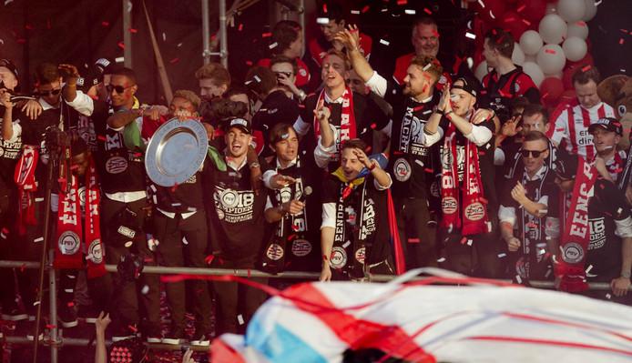 PSV maakte er een feest van op het Stadhuisplein.