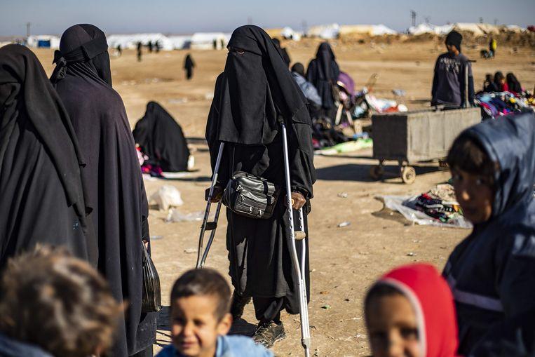 Vrouwen in kamp al-Hol.  Beeld AFP