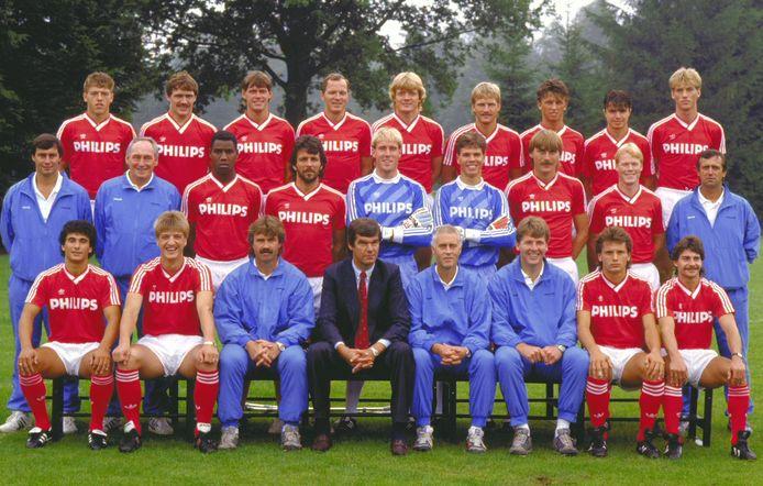 La selezione del PSV per la stagione 1987/1988.