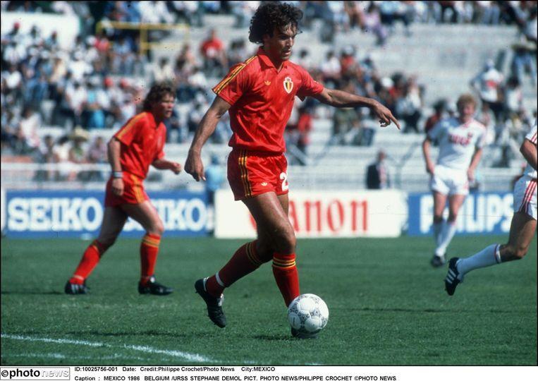 België klopt de Sovjet-Unie in de 1/8ste finales van het WK met 4-3 na verlengingen. Stéphane Demol, een van de jongeren in de ploeg, maakte de 3-2 en legt daarmee de basis voor de zege.