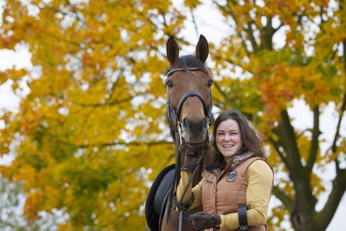 Dressuuramazone Sanne Voets uit Berghem met haar paard Vedet PB.