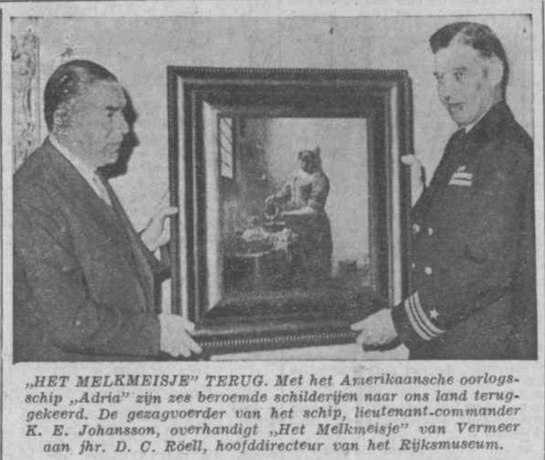 Krantebericht over de teruggave van Het Melkmeisje aan directeur Röell van het Rijksmuseum. Beeld RV