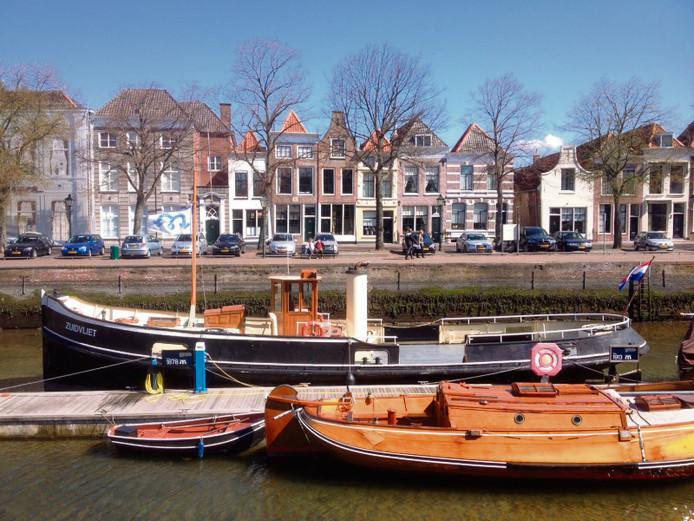 De Museumhaven van Zierikzee slibt dicht.