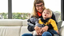"""Mama Siri en zoontje Eben (2) allebei risicopatiënt in coronacrisis: """"Het besef dat ze Eben niet gaan redden bij een capaciteitstekort in ziekenhuizen is hartverscheurend"""""""