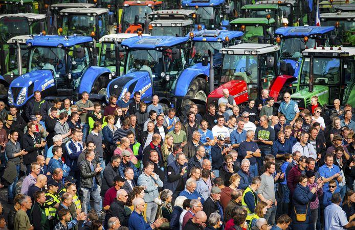 Boeren bij het provinciehuis in Arnhem.