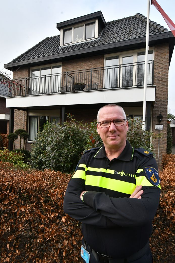 Wijkagent Peter Withag.