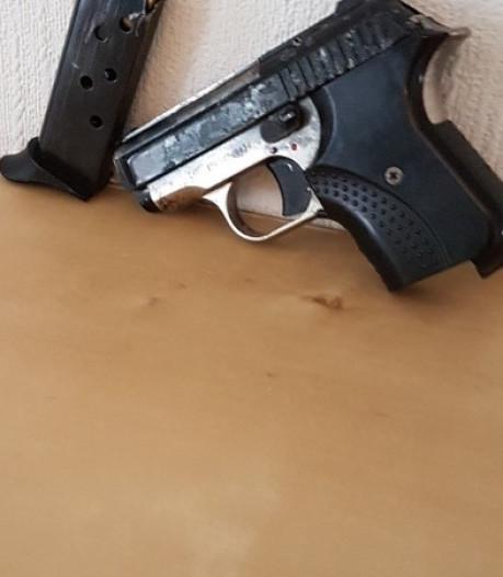 Bosschenaar in Rotterdam opgepakt na vondst van vuurwapen en kilo cocaïne