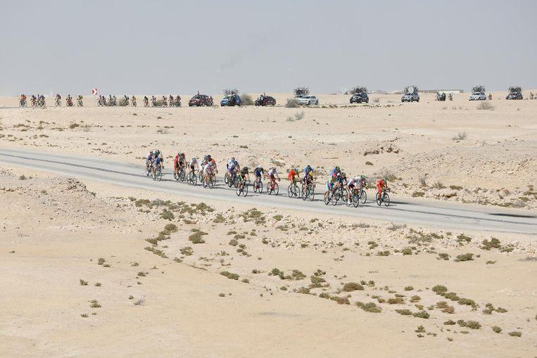 Wielrenners in actie bij de wegwedstrijd mannen tijdens het WK wielrennen in Qatar Beeld anp