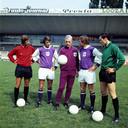Rob Rensenbrink (tweede van links), coach George Kessler (midden) en Jan Mulder (tweede van rechts) in 1971-72.