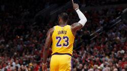 VIDEO. LeBron James loopt met Lakers tegen nederlaag aan in debuutwedstrijd