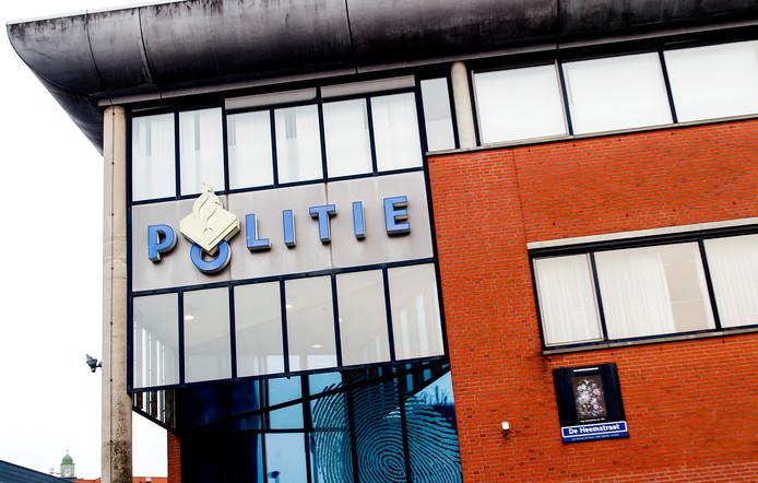 Exterieur van politiebureau De Heemstraat in Schilderswijk.