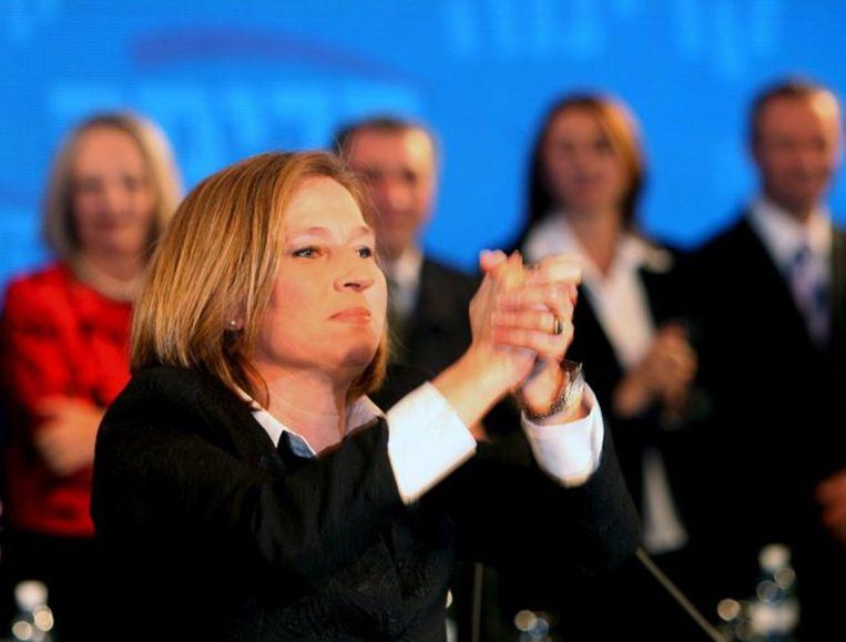 Tzipi Livni (boven) van de centrumpartij Kadima baseert haar aanspraken op haar voorsprong van één enkele zetel. Benjamin Netanyahu (onder) van de rechtse Likud vindt daarentegen dat alleen hij recht heeft op het premierschap, omdat de rechtse partijen samen een absolute meerderheid hebben. Foto's EPA Beeld