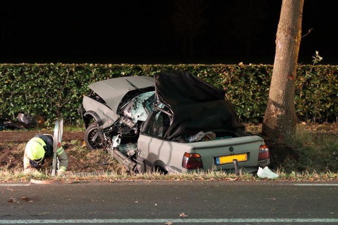 De cabrio raakte zwaar beschadigd.