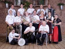 Paasconcert van Aalander Muzikanten en Krajovjanka bij De Zwaan in Bakel