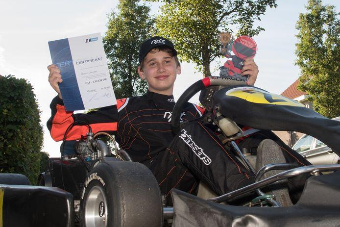 Bas Draijer is 14 jaar en heeft zijn EU racelicentie binnen. Hij mag nu op circuits vol gas, maar nog niet op de weg rijden.