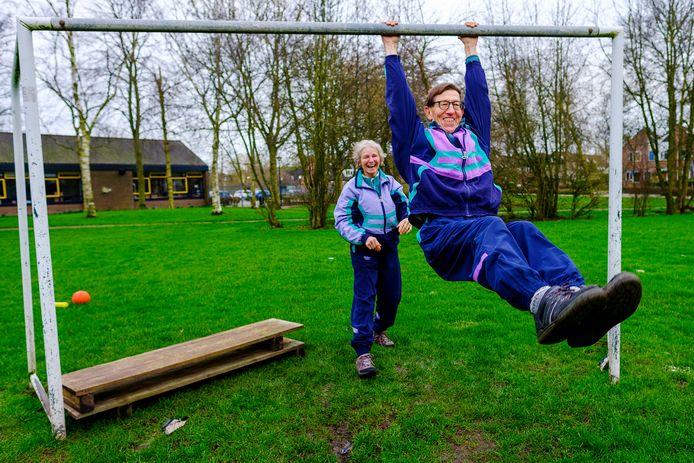 Naar goed voorbeeld als in Leiden en omgeving, start Bart en Carla van Baarsen per eerste maandag van april hun wekelijkse inloop-bewegingslessen. Ze hebben samen al veel lol. De lessen starten naast de voormalige basisschool De Trekvogel aan de Karekiet in het parkje.