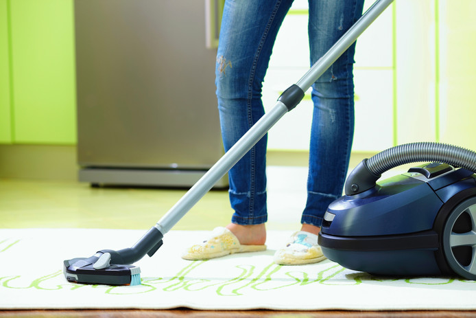 Onder meer stofzuigen valt onder huishoudelijke hulp.