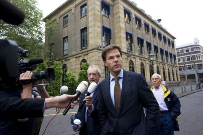Mark Rutte arriveert vrijdag bij Paleis Noordeinde in Den Haag voor een gesprek met koningin Beatrix. ANP