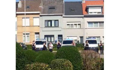 Personeel in de bloemetjes bij AZ Jan Portaels: politiekorps applaudisseert aan ingang en The Bistronomy schenkt afhaalmaaltijden