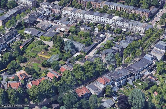 Tuinderij Van der Zwaard ligt midden in de driehoek tussen de Burgemeester Pastoorsstraat,  Cartier van Disselstraat en Baronielaan.