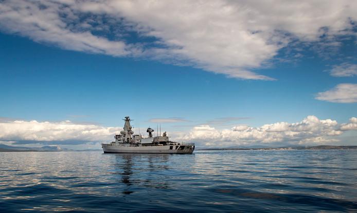 Een van de fregatten van de Nederlandse marine. De Zr. Ms. Van Amstel deed een paar jaar geleden mee aan een missie in de Egeïsche Zee om mensensmokkel tussen Turkije en Griekenland tegen te gaan.