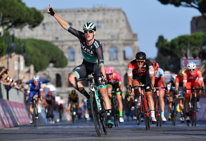 Sam Bennett won ook al drie etappes in de voorbije Giro.
