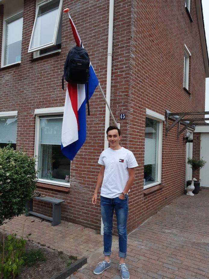 Gerben Mijnheer (17) uit Hasselt kan Rechtsgeleerdheid gaan studeren in Groningen nu hij op het Meander college zijn vwo-diploma behaald heeft.