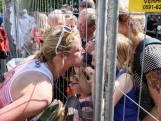 Tranen en stralende glimlachen na volbrengen eerste Enschede Marathon
