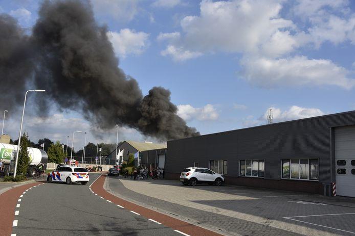 De brandweer schaalde snel op naar grote brand.