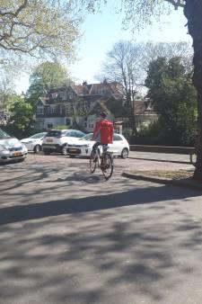 Twintig parkeerplaatsen weg bij La Venezia: 'Gevaarlijk voor fietsers'