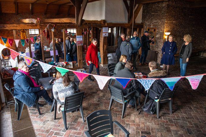 Open huis bij de oude boerderij 't Laerhuys op het Gezondheidspark, het onderkomen van de Nije Stichting in Hengelo.