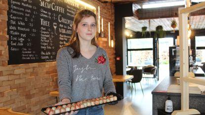 Amper twee maanden open, drie maanden verplicht dicht, en nu tweede start: Lisa (21) serveert weer koffie en chocolade