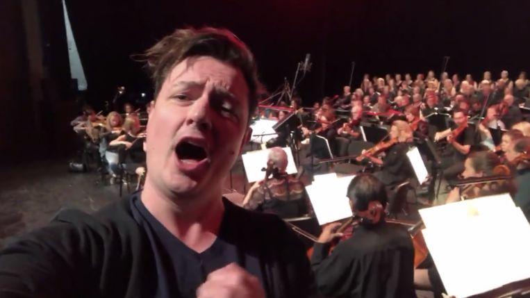 Tim Acke met het orkest.