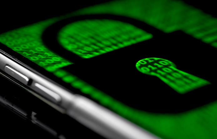 De politie heeft een versleutelde chatdienst gekraakt waarmee criminelen dachten dat ze ongezien met elkaar konden chatten.