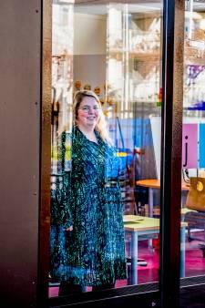 Anne van der Velde geeft les op afstand. 'Appen, bellen: ik voel me net een callcenter'