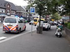 Man valt uit auto en blijft liggen in centrum Groesbeek