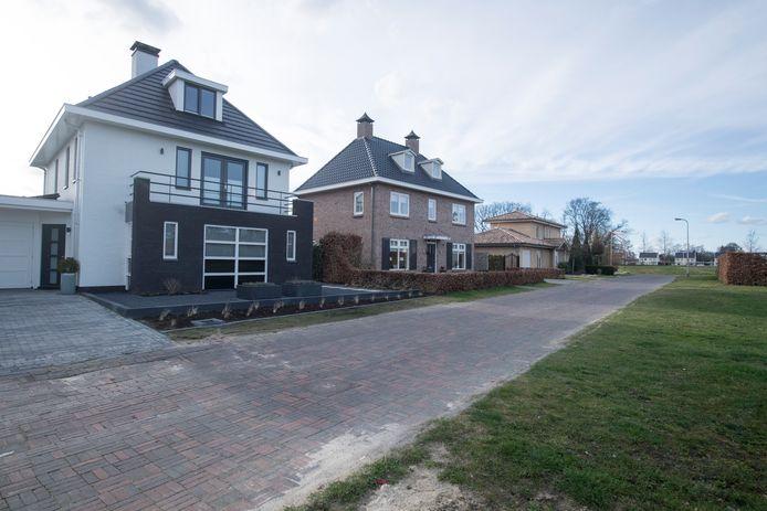 Foto's van huizen in villawijk Almelo NoordOost.