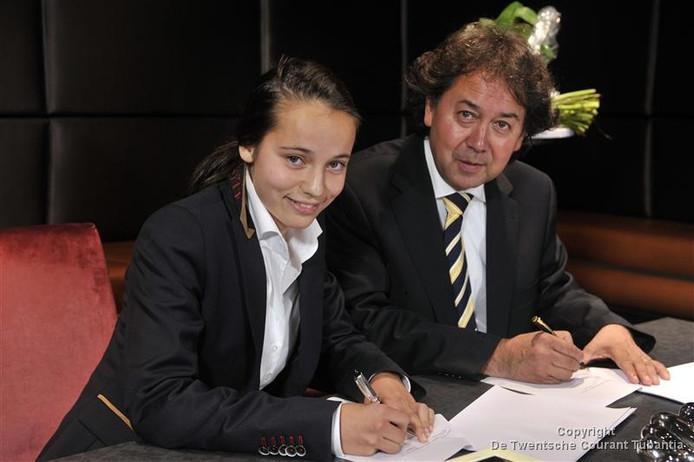 Marthe Munsterman, hier bij de ondertekening van haar contract in 2011.